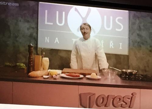 Ukázka product placementu Oresi v pořadu Stream.cz Luxus na talíři.