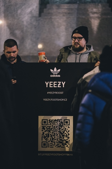 Yeezy point s QR kódem