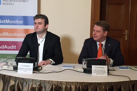 Ján Simkanič a Tomáš Prouza na tiskové konferenci.