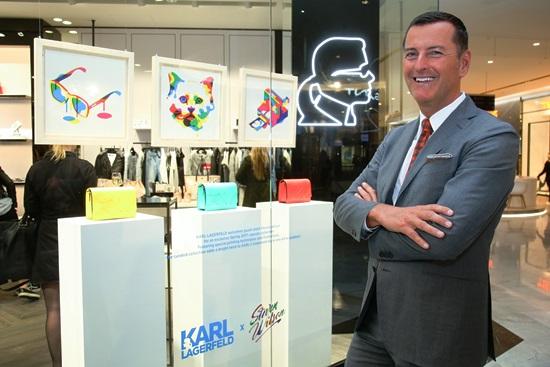 Pier Paulo Righi, CEO Karl Lagerfeld, před nově otevřenou prodejnou v obchodním Centru Chodov