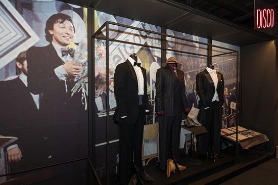 Koncertní kostýmy ze šatníku Kara Gotta: Oblek s fiží, frak a mafiánský look. Foto: NFRF